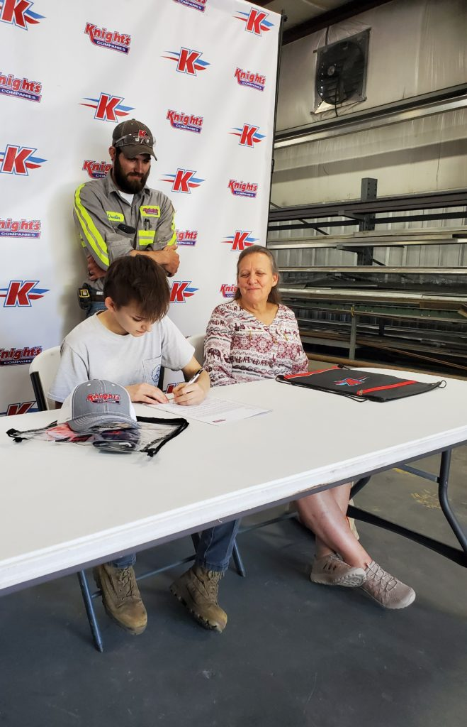 Esther Jones signing on to work at Knight's